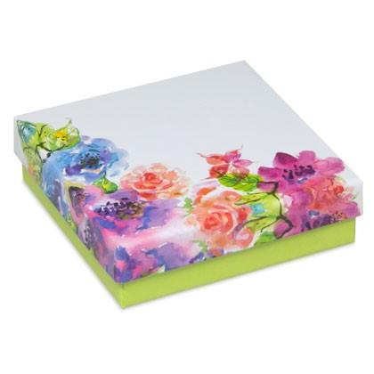 Kartonbox mit floralem Druck als Verpackung für Geschenke und Schmuck